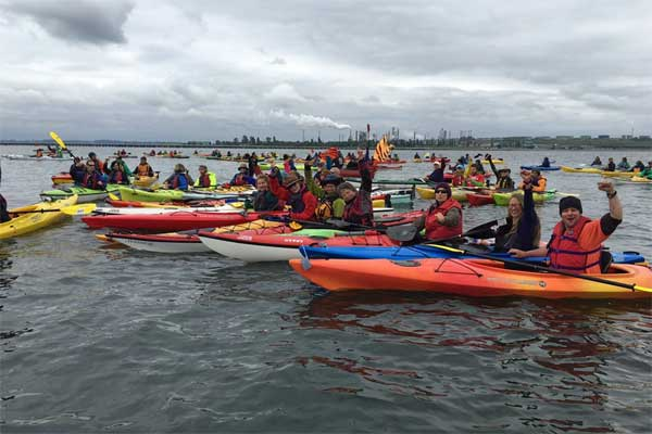 2016 0515 kayak protest 600